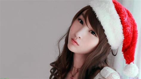 Brunette Girl Wearing A Christmas Hat Wallpaper Girls