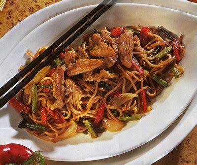 cuisiner des nouilles chinoises recette porc sauté aux nouilles chinoises 750g
