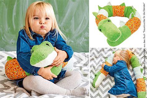 krokodil kostüm kinder krokodil kissenrolle f 252 r kinder n 228 hen