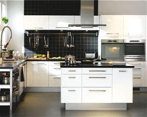 conseil cuisine ikea cuisine ikea et blanche avec îlot central