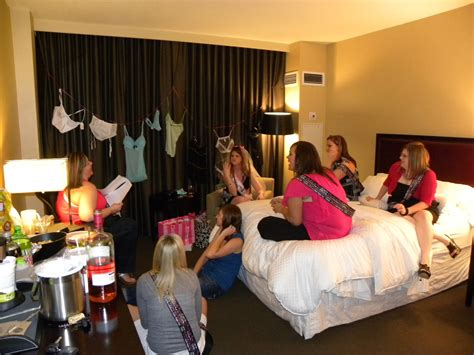 Traveloscopy Travelblog Room Parties And Nudie Runs