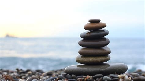 Steine Aufeinander Gestapelt by What Does Stacking Stones In Buddhist Culture Signify Quora