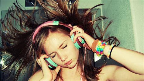 Ascoltare la musica con le cuffie aumenta il rischio di ...