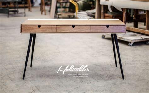 bureau en bois avec pieds acier
