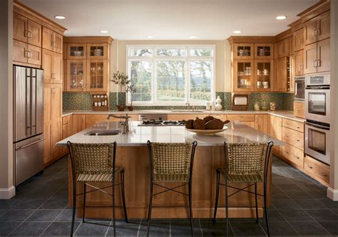 cuisine contemporaine en bois massif decoration cuisine bois massif