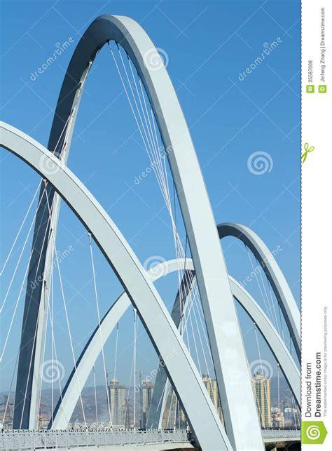 pont des temps moderne pont moderne photos libres de droits image 35587008