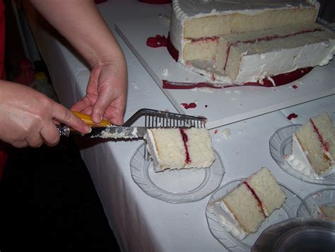 the business of weddings how to cut a wedding cake