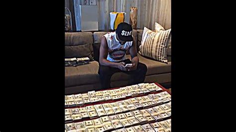 mayweather money stack floyd mayweather flaunts his stack of money youtube