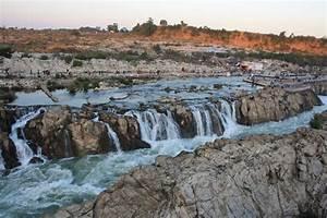 Innate Explorer: Jabalpur - Dhuandar Falls on River Narmada