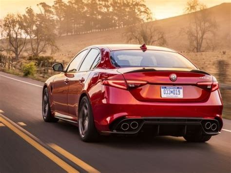 Alfa Romeo Guilia Review Luxury Sports Car Aims For