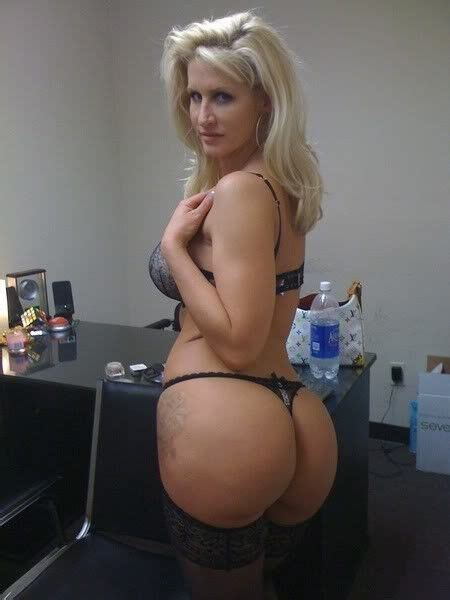 sexy moms with yummy bums