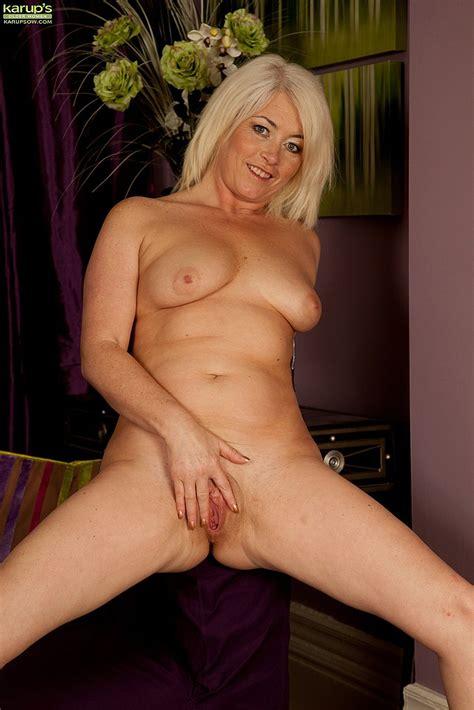 Sexy Blonde Milf Amber Jewell Undress Milf Fox