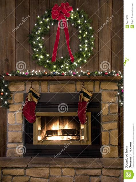 camino fireplace christmas stockings wreath hearth haard focolare calze natale chimenea navidad corona hanging kroon kousen met guirnalda hogar medias