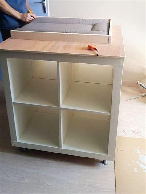 ikea expedit bureau un meuble à langer avec du rangement bidouilles ikea