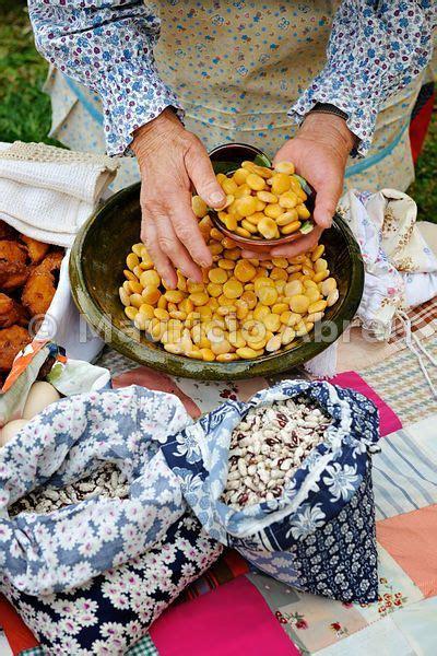 cuisine portugais lupines tremocos lisbon food market portuguese food