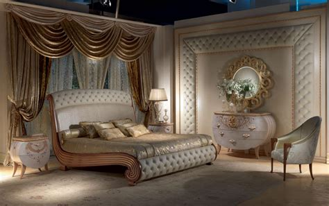 chambre a coucher baroque bed in solid wood gold leaf decorations quilted idfdesign