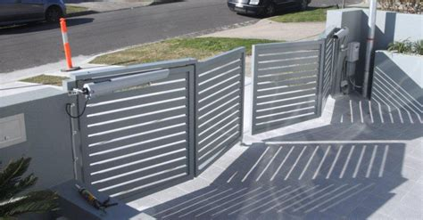 Trackless Bi-fold Swing Gates