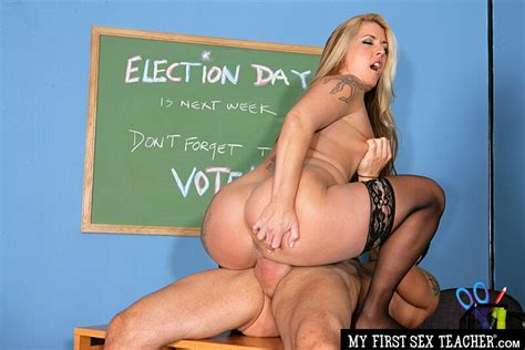 Joclyn Stone Fucking In The Desk With Her Big Ass