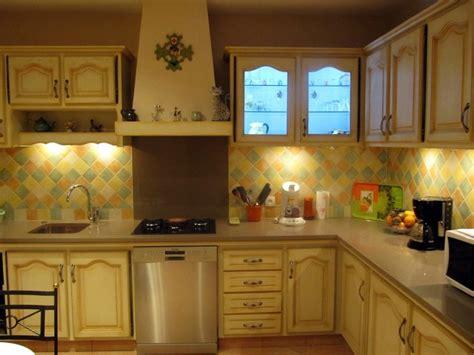cuisine jaune cuisine rustique jaune divers besoins de cuisine