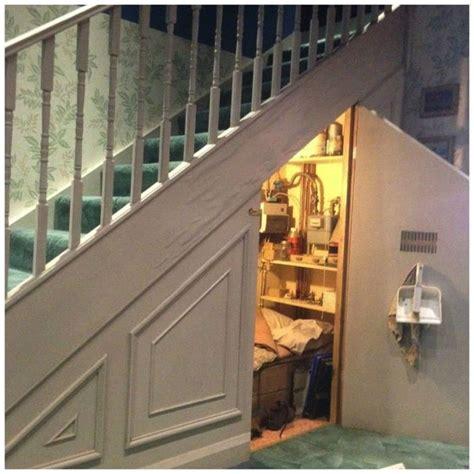 paniers coulissants cuisine placard sous un escalier 14 exemples et bonnes pratiques