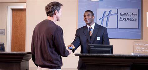 10 Traits Of A Great Hotel Frontdesk Agent