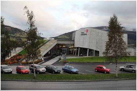 Die Kleinstadt Voss Verfügt über Ein Modernes Kulturhus