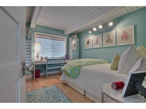 Aqua Colored Home Decor: Pretty Pale Aqua Blue Walls In Bedroom