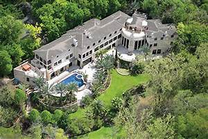 The Piney Point Mansion Beyoncé Likes Goes Up on the
