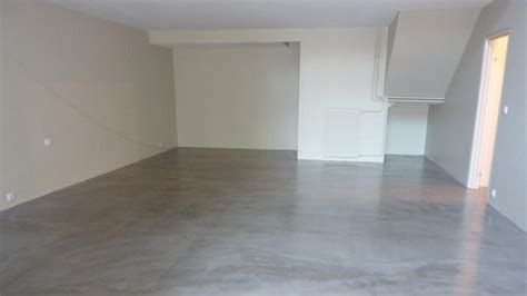 beton cir interieur elegant sol de salon moderne en bton