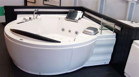 vasca idromassaggio bagno vasca idromassaggio corner per bagni piccolissimi