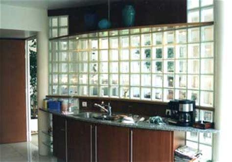 bar de cuisine but saverbat exemple de réalisation cuisine en briques de verre