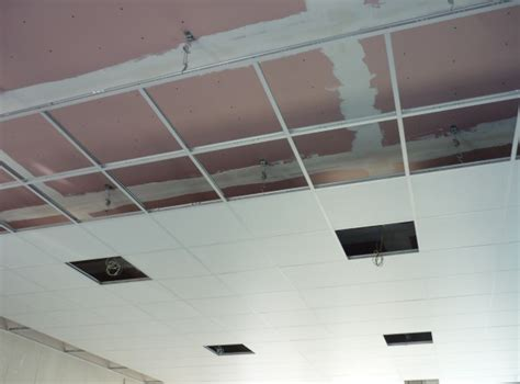 r 233 alisation de faux plafond en dalle isolante alveole