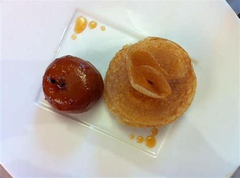 dessert avec crepe dentelle dessert pomme pilot avec petites crepes delicieux et tout en finesse