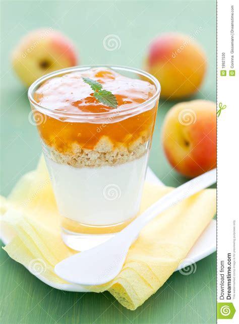 dessert avec l abricot photo stock image 19927530