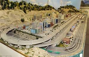 Train lover builds Britain's largest indoor model railway ...