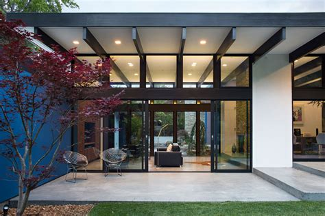 modern atrium house by klopf architecture