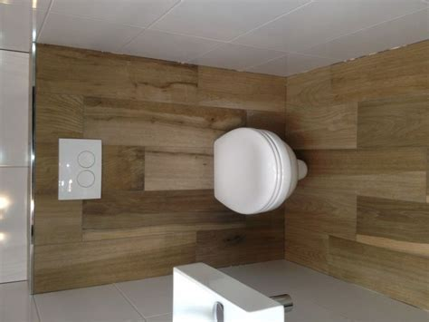 gietvloer badkamer op hout 25 beste idee 235 n hout keramische tegels op