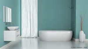 tapete fürs badezimmer feuchtigkeitsschutz im bad streichen oder tapezieren maler und lackierer