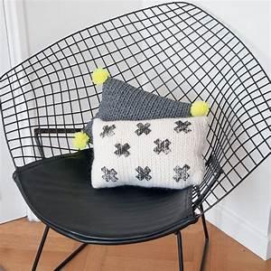 Coussin Style Scandinave : tricoter un coussin au style scandinave marie claire ~ Teatrodelosmanantiales.com Idées de Décoration