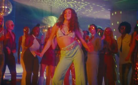 Doja Cat Does The TikTok Dance In Her New Video Say So And The Internet Is Obsessed The