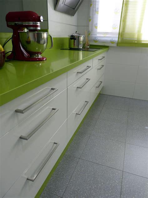 renueva el  de tu cocina cambiando los tiradores lamiplast