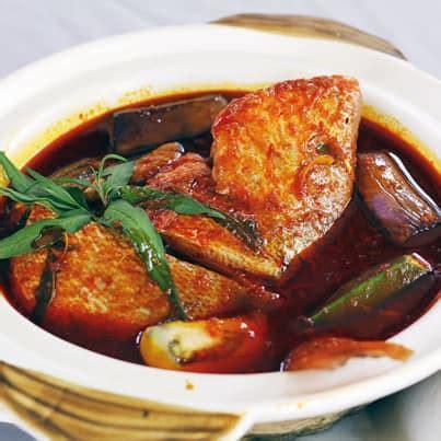 Panaskan minyak dalam periuk, tumis bahan kisar halus hingga naik bau, masukkan cili kisar dan masak hingga. Resepi Asam Pedas Ikan Merah   Makanan Sedap Resepi Mudah