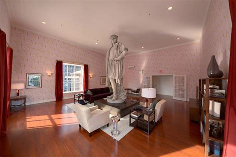 New York's Most Famous Modern Art Living Room Discovering