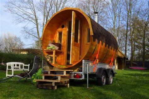 Wo Darf Tiny Häuser Hinstellen by Tiny Houses Schwitzen Auf R 228 Dern Im Sauna Fass Tiny Houses