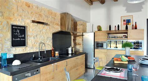 cuisine dans maison ancienne cuisine ancienne cagne deco chambre cagne une