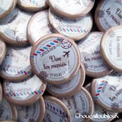 badges mariage badges mariage personnalisés laétitia florian voyage air mail badges personnalisés et bijoux