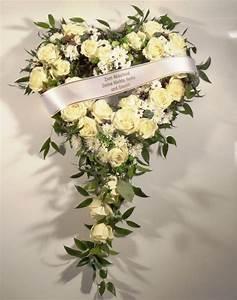 Trauer Blumen Bilder : trauerkr nze trauergestecke trauerstr u e trauerherzen wei schleife blumenspezi ~ Frokenaadalensverden.com Haus und Dekorationen