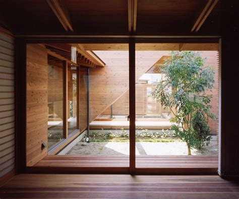 Japanese Wooden Houses: courtyard, multi-level decks and a