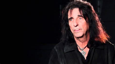 hall  fame inductee alice cooper discusses laura