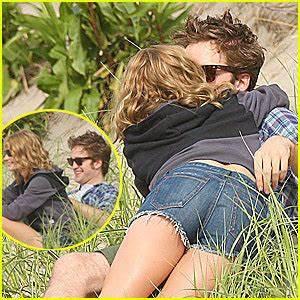 Robert Pattinson & Emilie de Ravin images Em/Rob wallpaper ...